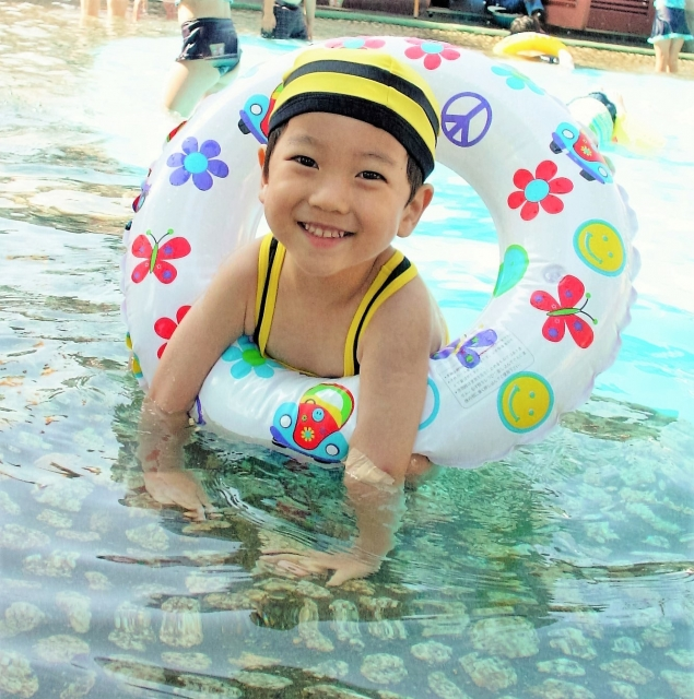 クアリゾート湯舟沢は1300円でプールに温泉・マンガで満喫